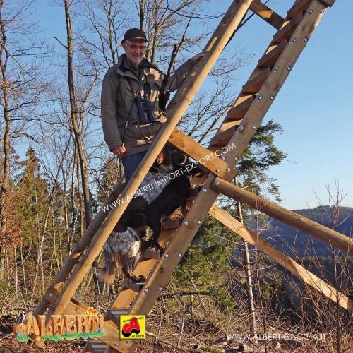 Scala in legno robusta per base H 4,50 m con corrimano
